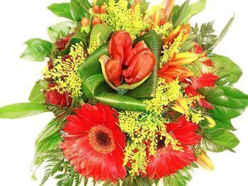 Bouquet rouge de forme arrondie